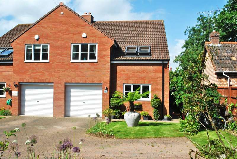3 Bedrooms House for sale in Mill Rise Gardens, Staplegrove, Taunton, Somerset, TA2