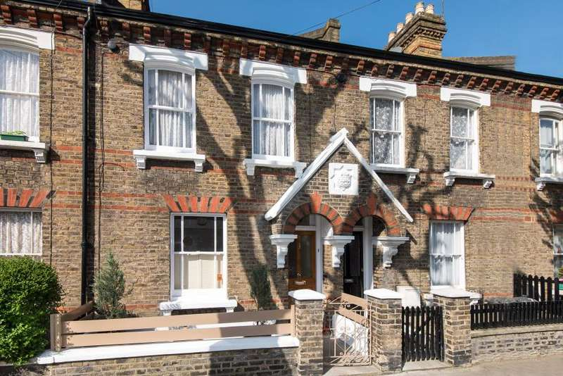 2 Bedrooms House for sale in Eland Road, London, SW11