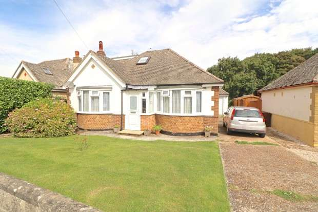 2 Bedrooms Bungalow for sale in Hyperion Avenue, Polegate, BN26