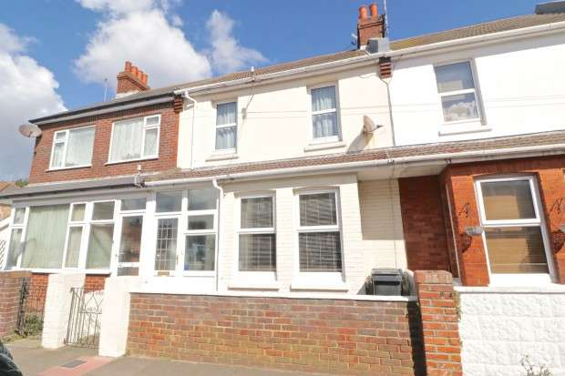 3 Bedrooms Terraced House for sale in Channel View Road, Eastbourne, BN22