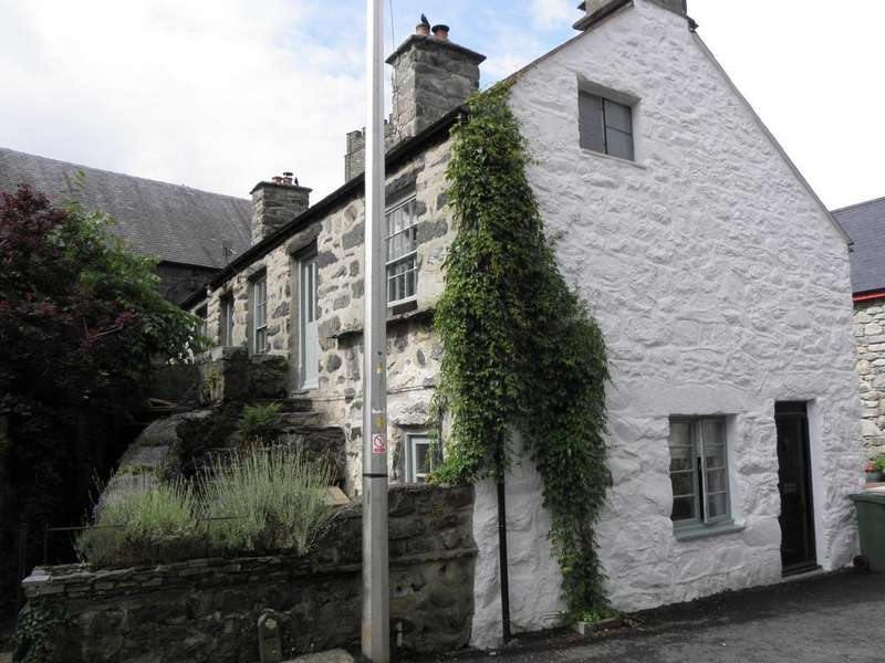 3 Bedrooms House for sale in Lion Street, Dolgellau, LL40