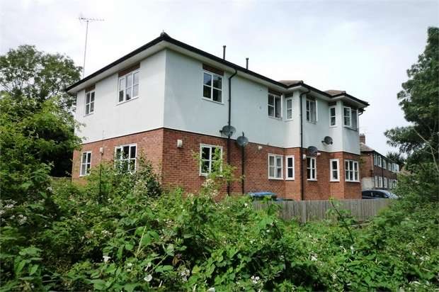 2 Bedrooms Flat for sale in Mole View, Brittain Road, Hersham, WALTON-ON-THAMES, Surrey