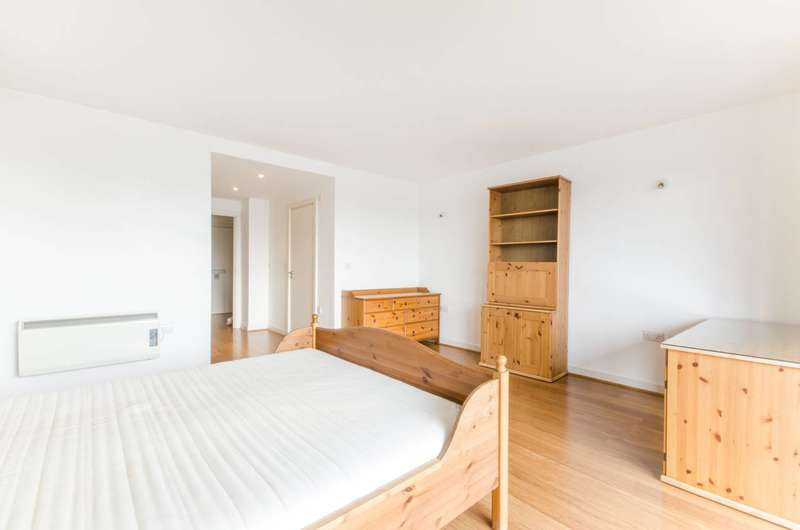 2 Bedrooms Flat for sale in California Building, Deals Gateway, Lewisham, SE13
