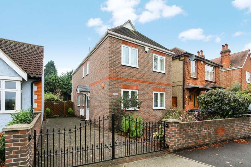 3 Bedrooms Detached House for sale in King Charles Road, Surbiton