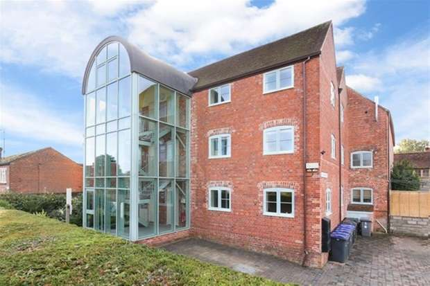 2 Bedrooms Flat for sale in Furlong Court , Warminster