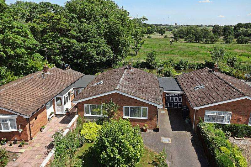 3 Bedrooms Detached Bungalow for sale in Millfield Close, Flitwick,