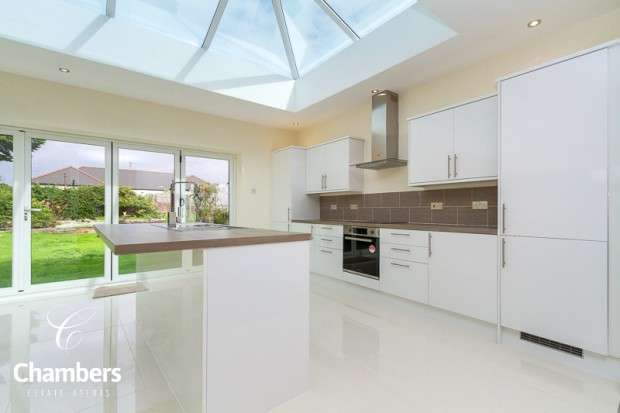 3 Bedrooms Bungalow for sale in Tyn-y-Parc Road, Rhiwbina, Cardiff, CF14