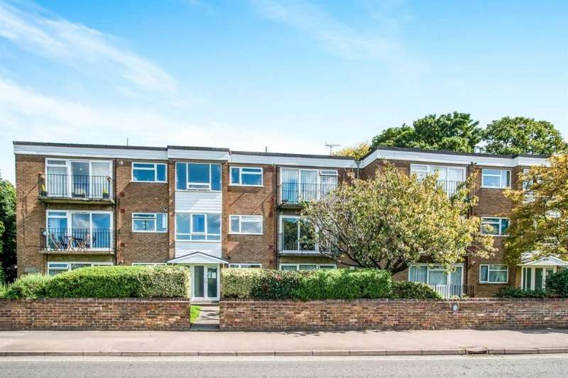 2 Bedrooms Flat for sale in Cassio Road, Watford, WD18