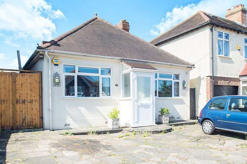 2 Bedrooms Detached Bungalow for sale in Clarkes Avenue, Worcester Park, KT4