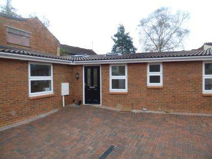 2 Bedrooms Bungalow for sale in Oakley Street, Northampton, Northamptonshire, Northants