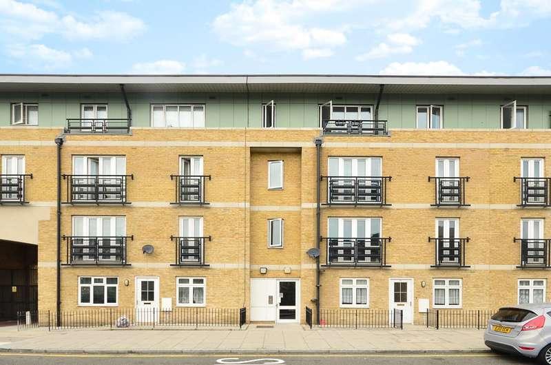 2 Bedrooms Flat for sale in Broomfield Street, Poplar, E14