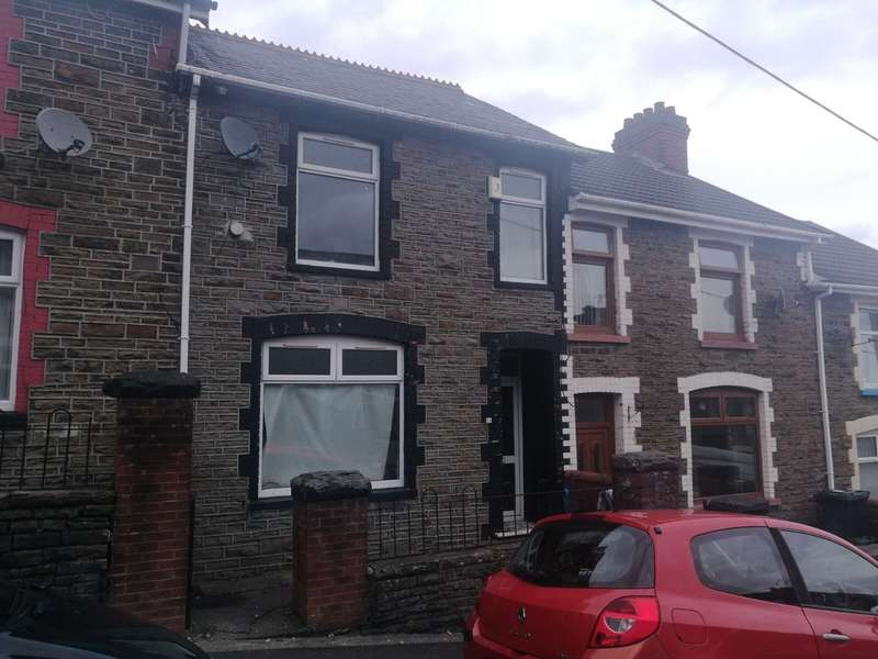 3 Bedrooms Property for sale in Gwernifor Street, Mountain Ash