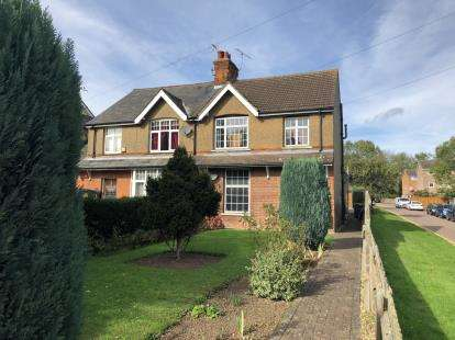 3 Bedrooms Semi Detached House for sale in Green Street, Stevenage, Hertfordshire, England