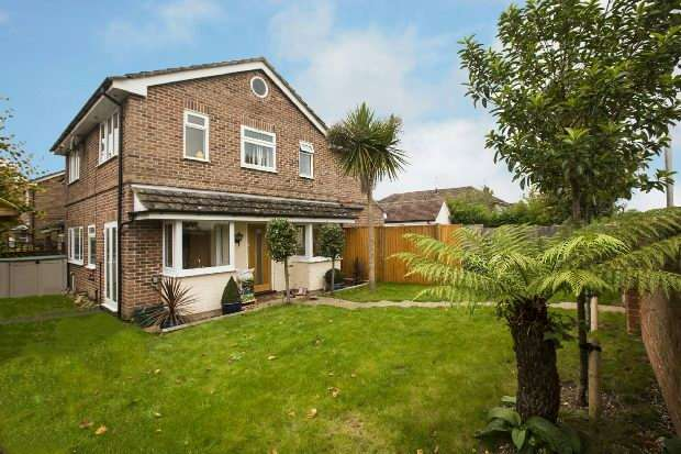 3 Bedrooms Semi Detached House for sale in Crescent Road, Tilehurst, Reading,