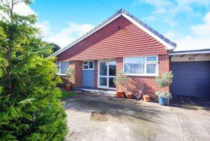 3 Bedrooms Bungalow for sale in Lake, Sandown, Isle Of Wight