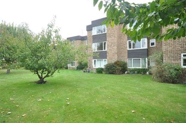 1 Bedroom Flat for sale in Mount Felix, WALTON-ON-THAMES, Surrey