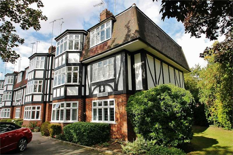 2 Bedrooms Flat for sale in Hermon Hill, WANSTEAD