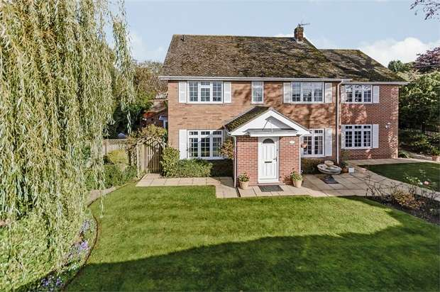 5 Bedrooms Detached House for sale in Hedsor Road, Bourne End, Buckinghamshire