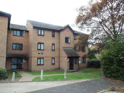 2 Bedrooms Flat for sale in Linnet Way, Purfleet, Essex