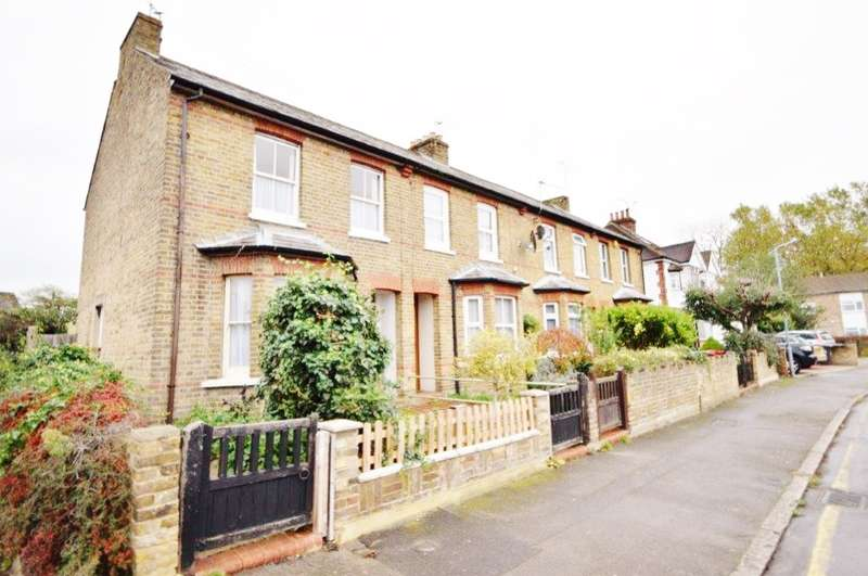 3 Bedrooms End Of Terrace House for sale in Upton Road, Slough, SL1