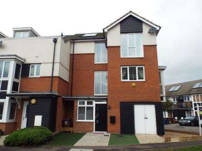 5 Bedrooms Semi Detached House for sale in Purfleet, Essex