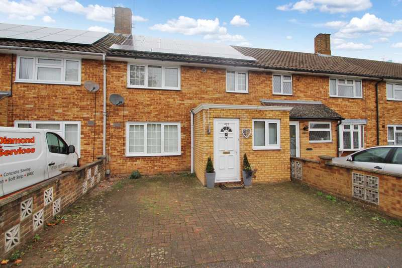 3 Bedrooms Terraced House for sale in EXTENDED 3 BEDROOM FAMILY HOME WITH OFF ROAD PARKING