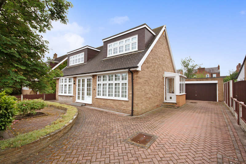 3 Bedrooms Detached Bungalow for sale in College Close, Birkdale, Southport