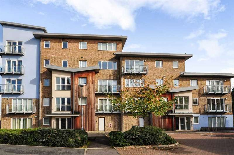 2 Bedrooms Apartment Flat for sale in Sundeala Close, Sunbury-On-Thames