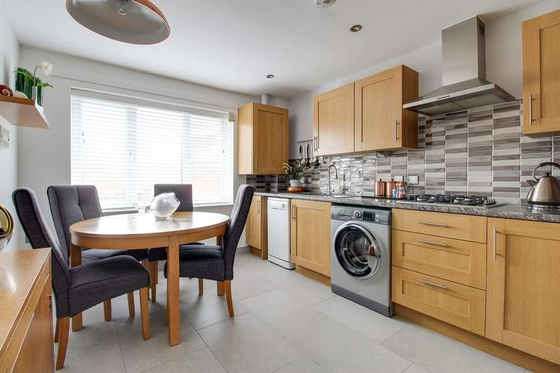 2 Bedrooms Apartment Flat for sale in Rhymney Way, Bassaleg, Newport