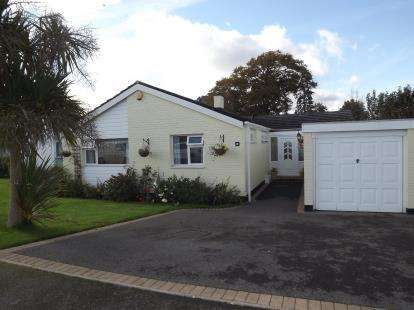 4 Bedrooms Bungalow for sale in Burton, Christchurch