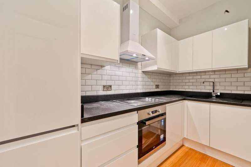 2 Bedrooms Flat for sale in High Road Leytonstone, London E11