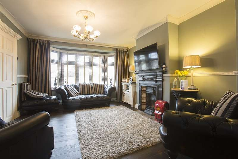 3 Bedrooms Semi Detached House for sale in Sackville Crescent, Romford, Essex, RM3