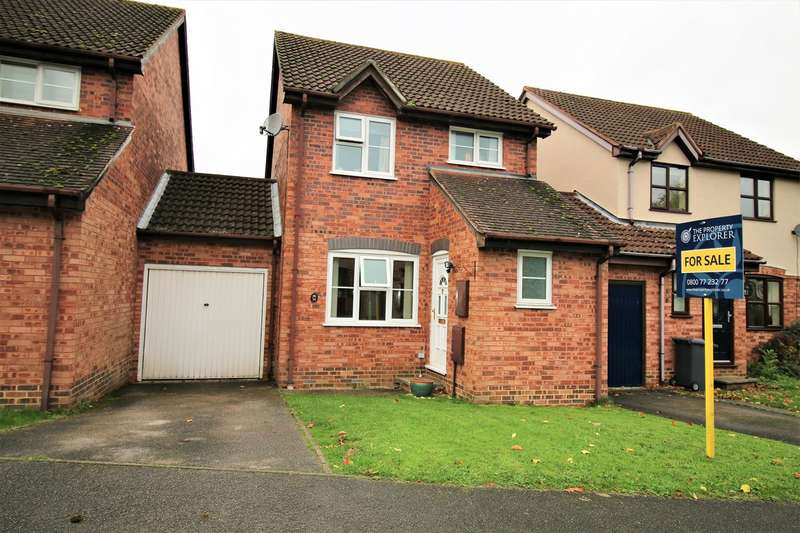 3 Bedrooms Link Detached House for sale in Finch Close, Tadley, RG26
