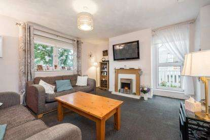 3 Bedrooms Flat for sale in Cathcart Road, Rutherglen