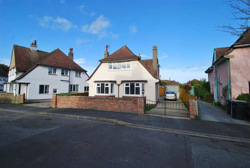 4 Bedrooms Detached House for sale in Links Crescent, Skegness