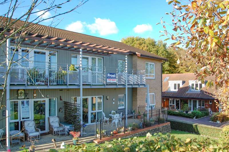 2 Bedrooms Flat for sale in The Finches, Denham Garden Village, Denham, UB9