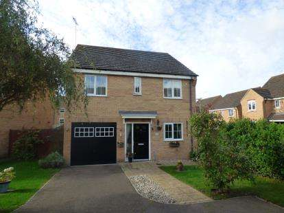 4 Bedrooms Detached House for sale in Dimmock Close, Leighton Buzzard, Bedford, Bedfordshire