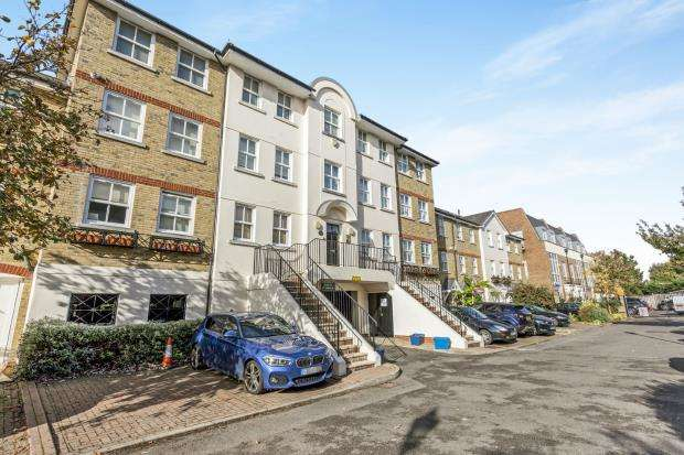2 Bedrooms Flat for sale in Amyand Park Road, Twickenham, Middlesex