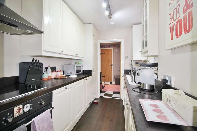 2 Bedrooms Semi Detached House for sale in St. Marys Lane, Upminster, Essex, RM14
