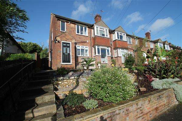 2 Bedrooms Maisonette Flat for sale in South Drive
