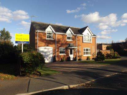 3 Bedrooms House for sale in Shaftesbury Avenue, Upper Saxondale, Nottingham, Nottinghamshire