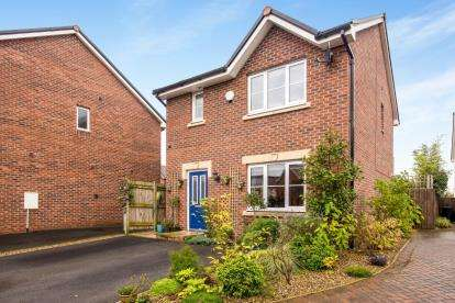 3 Bedrooms Detached House for sale in Plantation Close, Buckshaw Village, Chorley, Lancashire, PR7