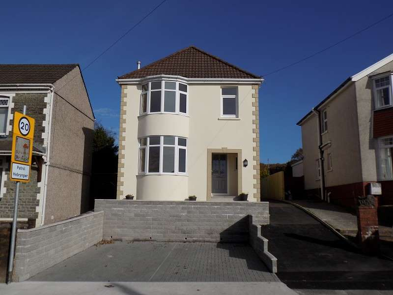 3 Bedrooms Detached House for sale in Main Road, Bryncoch, Neath, Neath Port Talbot. SA10 7PD