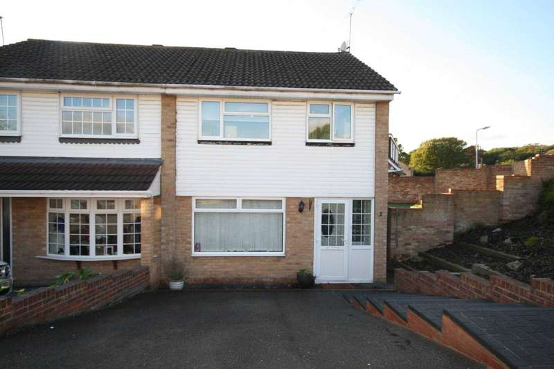 3 Bedrooms Semi Detached House for sale in The Swallows, Billericay