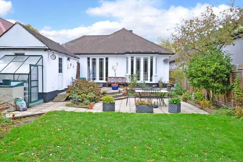 3 Bedrooms Bungalow for sale in Salisbury Road, Worcester Park