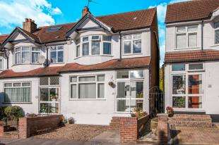 4 Bedrooms End Of Terrace House for sale in Waddon Park Avenue, Croydon