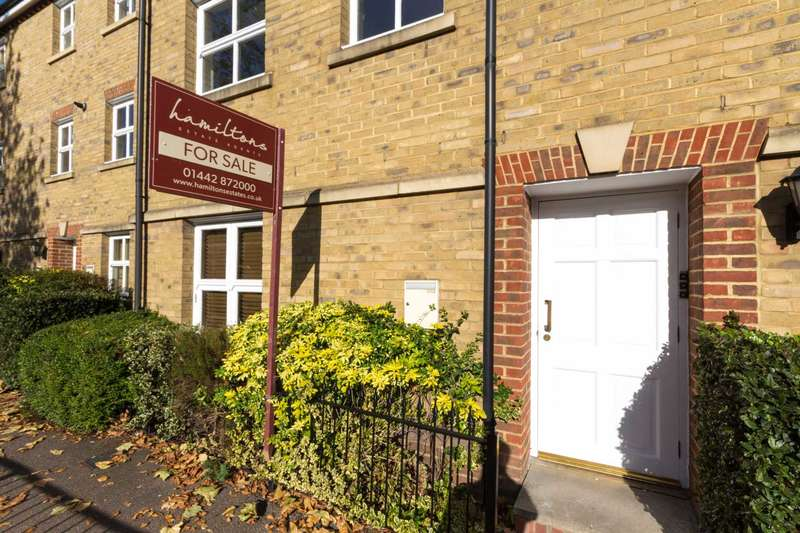 2 Bedrooms Duplex Flat for sale in High Street, Berkhamsted