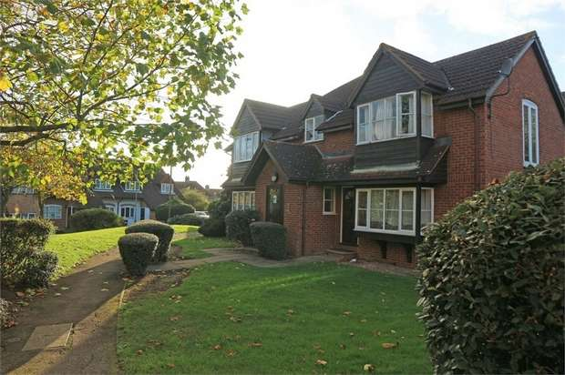 Studio Flat for sale in Ruthin Close, London