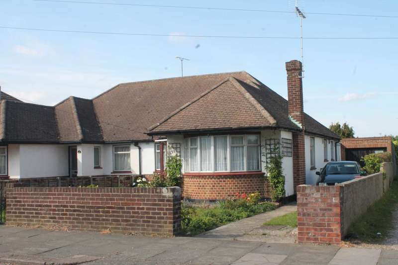 3 Bedrooms Semi Detached Bungalow for rent in Carlingford Drive, Westcliff On Sea