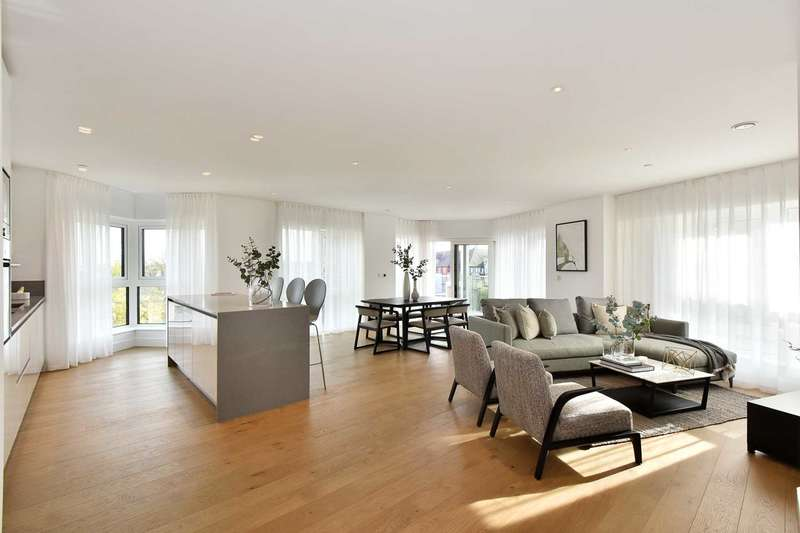 2 Bedrooms Flat for sale in DICKENS YARD, Ealing W5